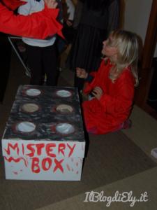 mistery box halloween