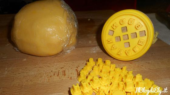 biscotti con scritte da fare con lo stampo